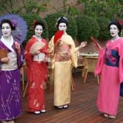 Actores disfressa geishas Barcelona