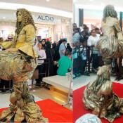 Duo dorado - Estatua levitando