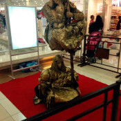 Duo dorado2 - Estatua levitando