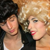 Bailarines show 'Grease'